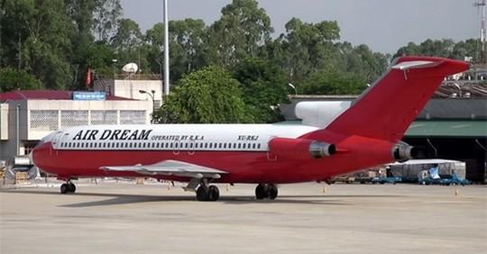 """Thanh lý máy bay """"bỏ quên"""" 7 năm ở sân bay Nội Bài - Ảnh 1"""