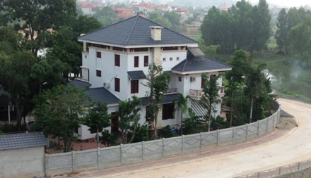 Phạt gia đình cựu Phó Chủ tịch tỉnh lấn 400m2 đất xây biệt phủ - Ảnh 1