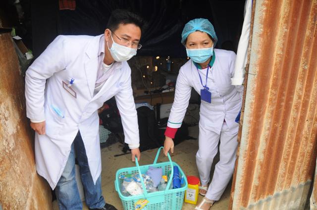 Bộ trưởng Y tế khen ngợi cán bộ ngành y tham gia cứu nạn sập hầm - Ảnh 1