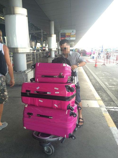 Hành khách lại tố bị rạch hành lý ở sân bay Tân Sơn Nhất - Ảnh 1