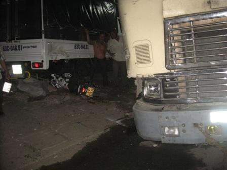 Container đâm xe liên hoàn trên Quốc lộ 1A, 3 người trọng thương - Ảnh 1