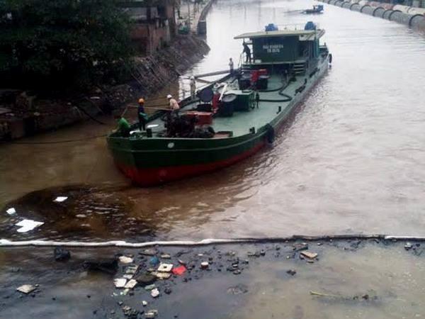 Hơn 100 lít dầu ở nhà máy nhiệt điện Uông Bí tràn ra sông - Ảnh 3