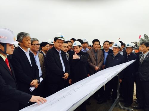 Bộ trưởng Thăng kiểm tra dự án cao tốc Hà Nội - Hải Phòng dịp Tết - Ảnh 1