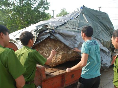 """Sẽ tịch thu khối đá quý """"khổng lồ"""" ở Đắk Nông - Ảnh 1"""