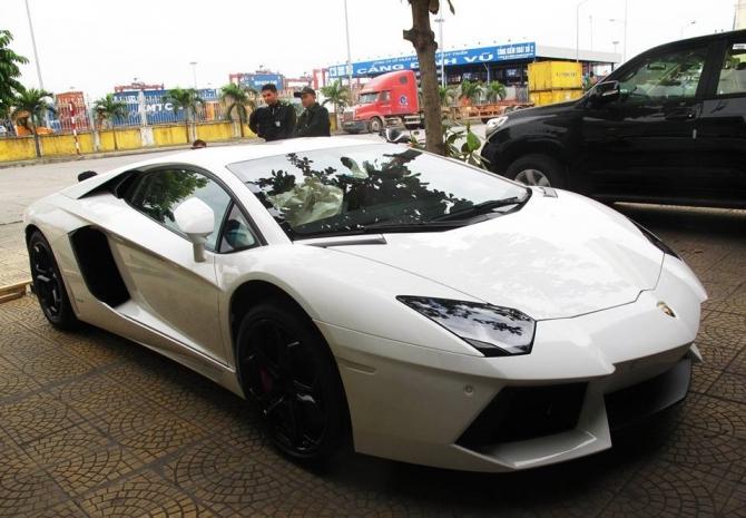 Cặp siêu xe Lamborghini chính hãng về Hà Nội đón Giáng sinh - Ảnh 1