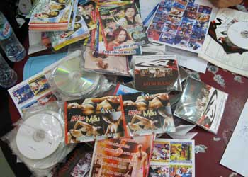 """Đột kích xưởng sản xuất đĩa phim đồi trụy """"khủng"""" tại Đồ Sơn - Ảnh 1"""