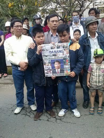 Hình ảnh nghẹn ngào tiễn đưa ông Nguyễn Bá Thanh ngày 30 Tết - Ảnh 7