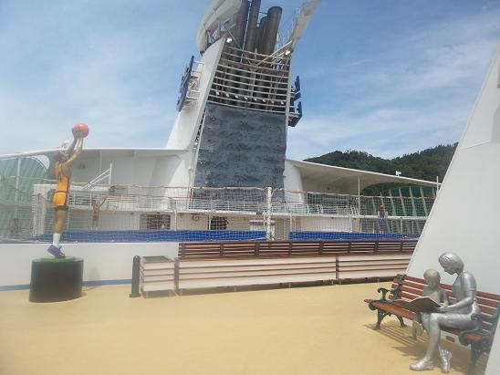 Khám phá con tàu Voyager of the Seas cập Cảng Chân Mây - Ảnh 17