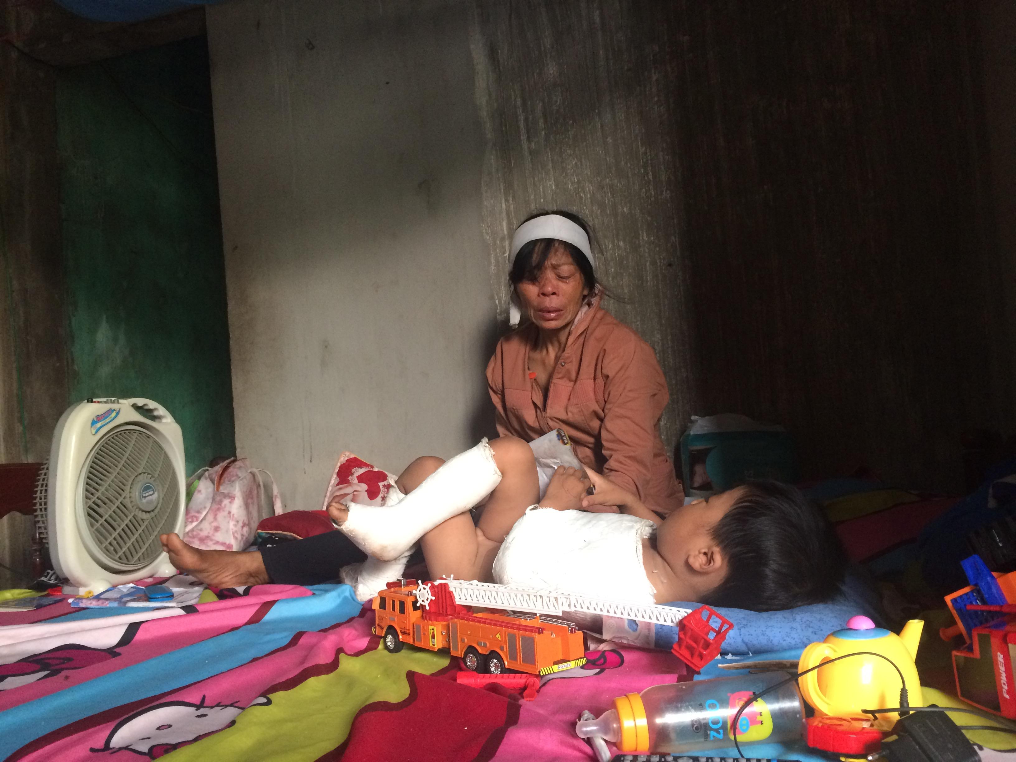 Tiếng khóc ám ảnh của bé trai 4 tuổi mồ côi ba mẹ sau tai nạn giao thông - Ảnh 2