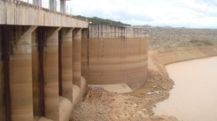 Thiếu nước, hàng loạt hồ chứa thủy điện ở miền Trung phải chạy cầm chừng - Ảnh 1
