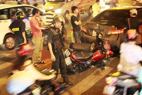 Nam thanh niên điều khiển xe Camry đâm liên hoàn giữa giao lộ Sài Gòn - Ảnh 1