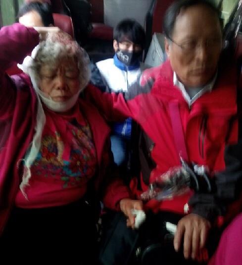 Hiện trường vụ tai nạn lật xe chở 40 khách Trung Quốc ở Lào Cai - Ảnh 8
