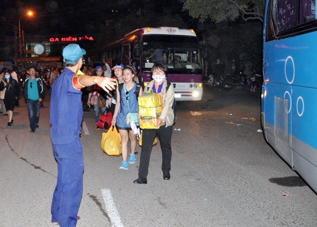 Ga Biên Hòa quá tải sau sự cố sập cầu Ghềnh - Ảnh 5