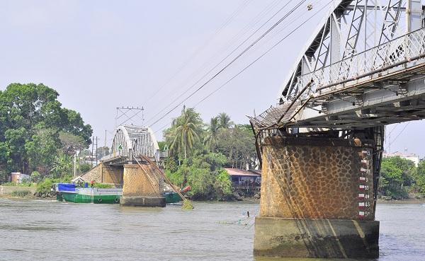 Tàu thủy dưới 400 tấn được phép lưu thông qua cầu Ghềnh - Ảnh 1