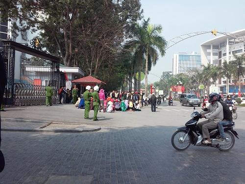 """Nhìn lại cuộc """"đại náo"""" của ngư dân Sầm Sơn trong hơn 10 ngày qua - Ảnh 1"""