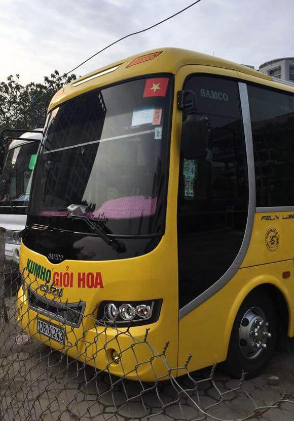 Phát hiện xe khách làm giả giấy phép vào phố cấm ở Hà Nội - Ảnh 1