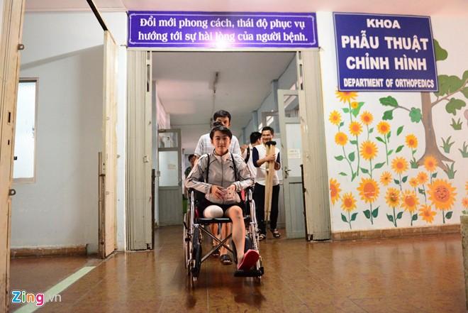 Nữ sinh 16 tuổi bị cưa chân đã được xuất viện về nhà - Ảnh 1
