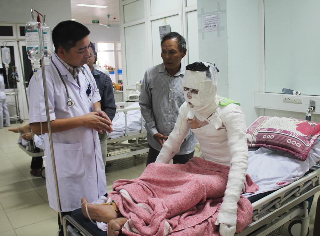 Lời kể của nạn nhân trong vụ nổ máy ép gỗ ở Nghệ An - Ảnh 1