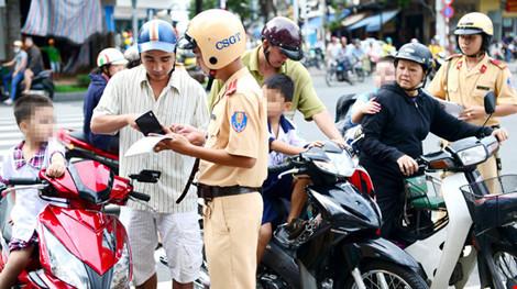 Công an Hà Nội đã xử lý 1.555 trường hợp vi phạm giao thông - Ảnh 1