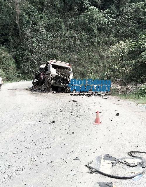 Cận cảnh hiện trường vụ nổ xe khách ở Lào - Ảnh 3