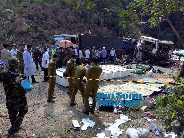 Trực tiếp từ hiện trường vụ nổ xe khách ở Lào - Ảnh 5