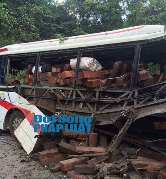 Cận cảnh hiện trường vụ nổ xe khách ở Lào - Ảnh 5