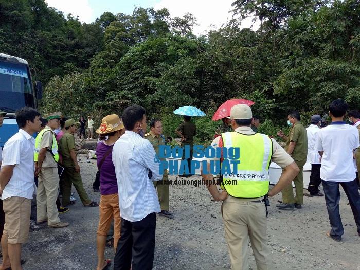 Trực tiếp từ hiện trường vụ nổ xe khách ở Lào - Ảnh 4