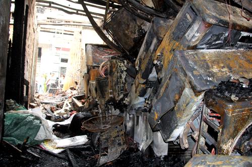 Cháy lớn ở Đồng Nai: Cha ném con gái từ mái nhà để thoát nạn - Ảnh 1