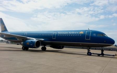 Máy bay Vietnam Airlines đi Hà Nội hạ cánh ở Lào - Ảnh 1