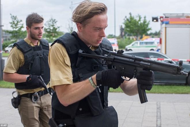 Hiện trường vụ xả súng vào trung tâm mua sắm ở Đức - Ảnh 4