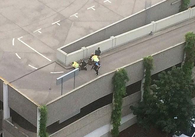 Hiện trường vụ xả súng vào trung tâm mua sắm ở Đức - Ảnh 6