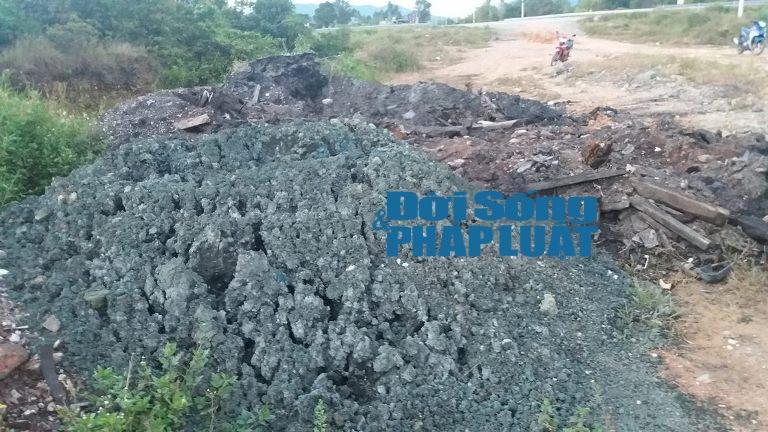 Cận cảnh chất thải Formosa được chỉ đạo đổ gần nhà dân - Ảnh 3