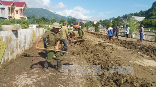 Lào Cai giúp dân khắc phục hậu quả mưa lũ - Ảnh 1
