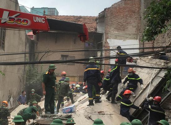 Lời kể nhân chứng vụ sập nhà 4 tầng ở Cửa Bắc, Hà Nội - Ảnh 1