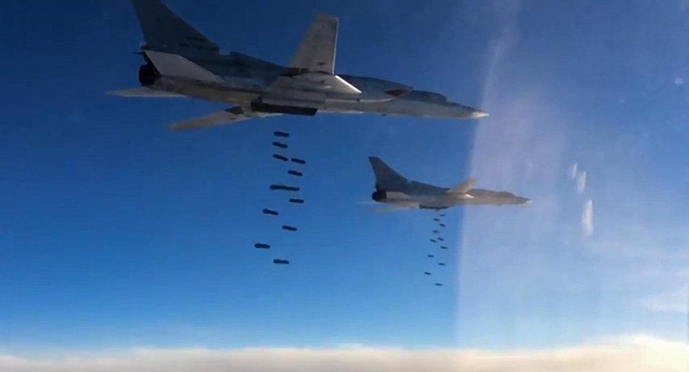 Sáu máy bay ném bom Tu-22M3 của Nga quần nát IS ở Syria - Ảnh 1