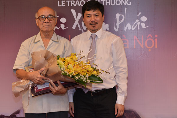 Chủ tịch UBND TP Hà Nội Nguyễn Đức Chung nhận giải thưởng Bùi Xuân Phái - Ảnh 3
