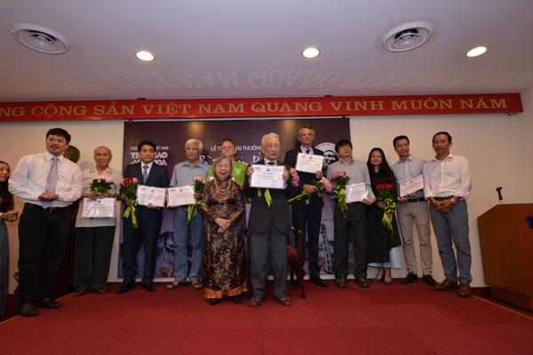 Chủ tịch UBND TP Hà Nội Nguyễn Đức Chung nhận giải thưởng Bùi Xuân Phái - Ảnh 4