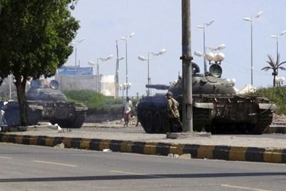Chiến đấu cơ lạ ném bom dinh tổng thống Yemen - Ảnh 2