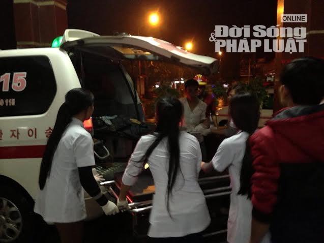 Sập giàn giáo ở Hà Tĩnh: Chuyển gấp 1 nạn nhân ra BV Bạch Mai - Ảnh 1