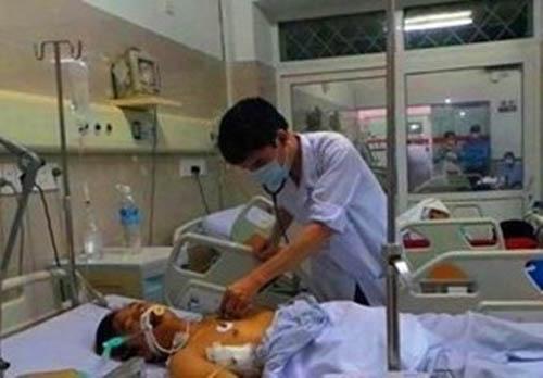 Vụ sập giàn giáo ở Hà Tĩnh: Thêm 2 nạn nhân phải chuyển ra Hà Nội - Ảnh 1