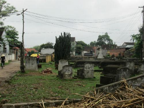 Nhức nhối quy hoạch đất nghĩa trang: Người dân tự phát, chính quyền bất lực? - Ảnh 1