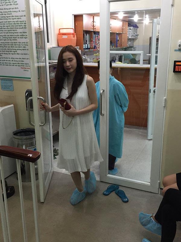 Angela Phương Trinh nói gì về vòng hoa viếng Duy Nhân gây khó xử? - Ảnh 2