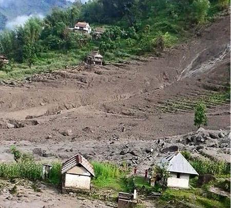 Lở đất ở Nepal: 47 người chết, 6 ngôi làng bị chôn vùi  - Ảnh 1