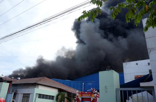Cháy công ty hóa chất trong khu công nghiệp sau tiếng nổ lớn - Ảnh 1
