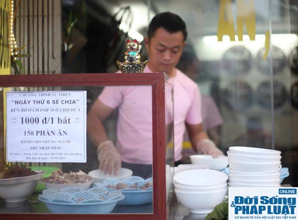 Cảm động quán bún bò 1.000 đồng dành cho người nghèo giữa Hà Nội - Ảnh 2