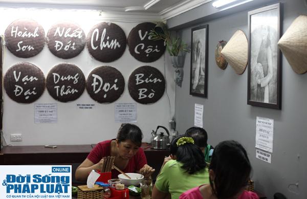 Cảm động quán bún bò 1.000 đồng dành cho người nghèo giữa Hà Nội - Ảnh 5
