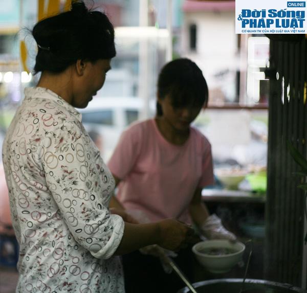 Cảm động quán bún bò 1.000 đồng dành cho người nghèo giữa Hà Nội - Ảnh 7