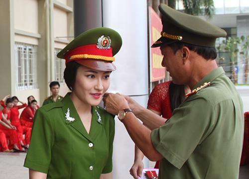 Nữ thủ khoa xinh đẹp phá kỷ lục thăng hàm của HVCSND - Ảnh 4