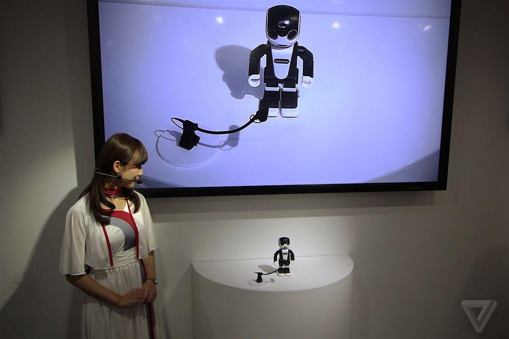 Sharp công bố Smartphone robot vô cùng độc đáo - Ảnh 1
