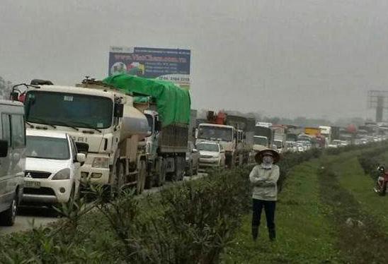 Truy tìm xe container gây tai nạn chết người rồi bỏ trốn - Ảnh 2